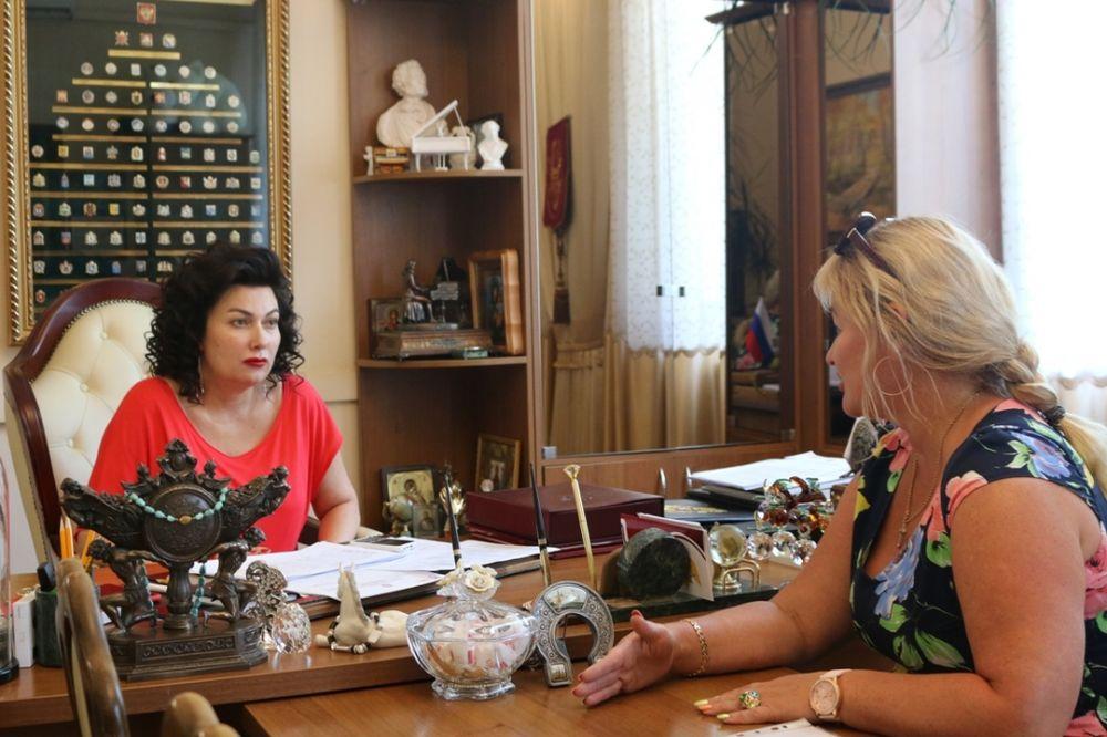 Арина Новосельская провела рабочую встречу с руководителем подрядной организации, выполняющей работы на Мемориальном комплексе «Аджимушкай»