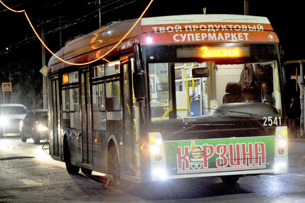 В Симферополе загорелась троллейбусная линия - фотофакт