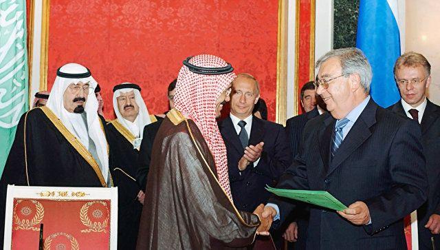 Президент РФ Владимир Путин и наследный принц Саудовской Аравии Абдалла бен Абдель Азиз Аль Сауд
