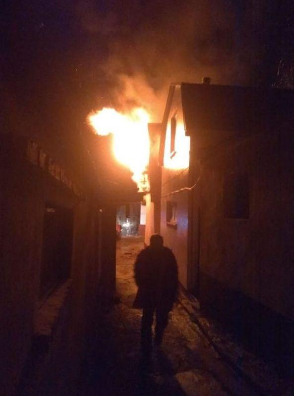 Тушим пожар, мы в шоке!: в Крыму горит Кизилташский монастырь - фото