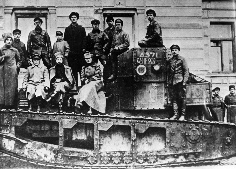 Уговаривали, обещали, но не сломили: как погиб генерал Карбышев