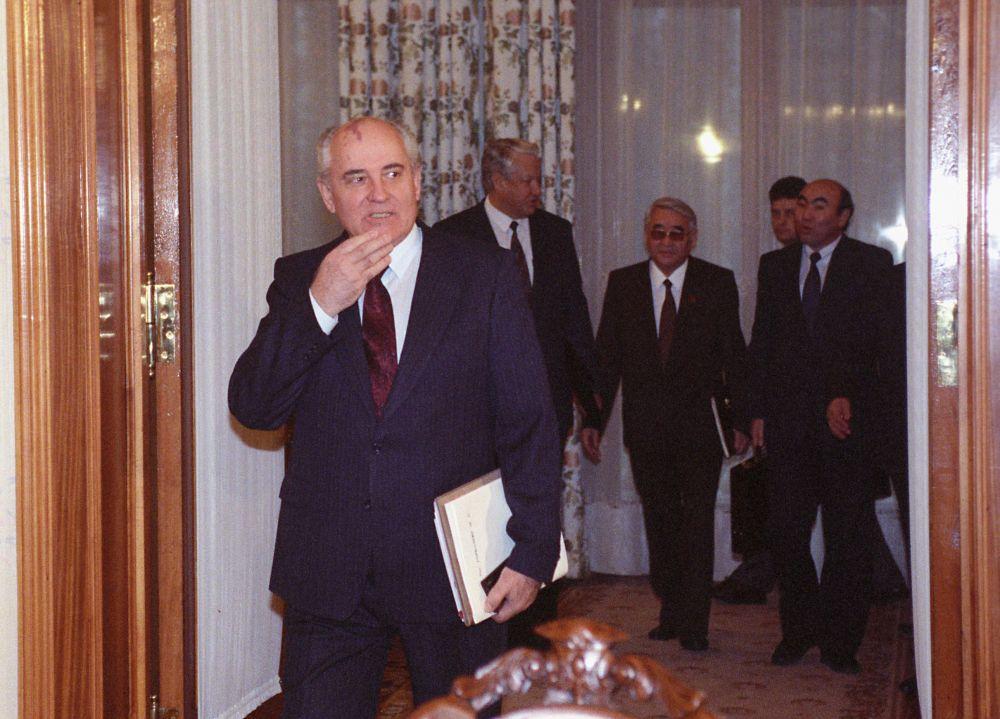 О судьбе Крыма и Донбасса: откровения помощника Горбачева