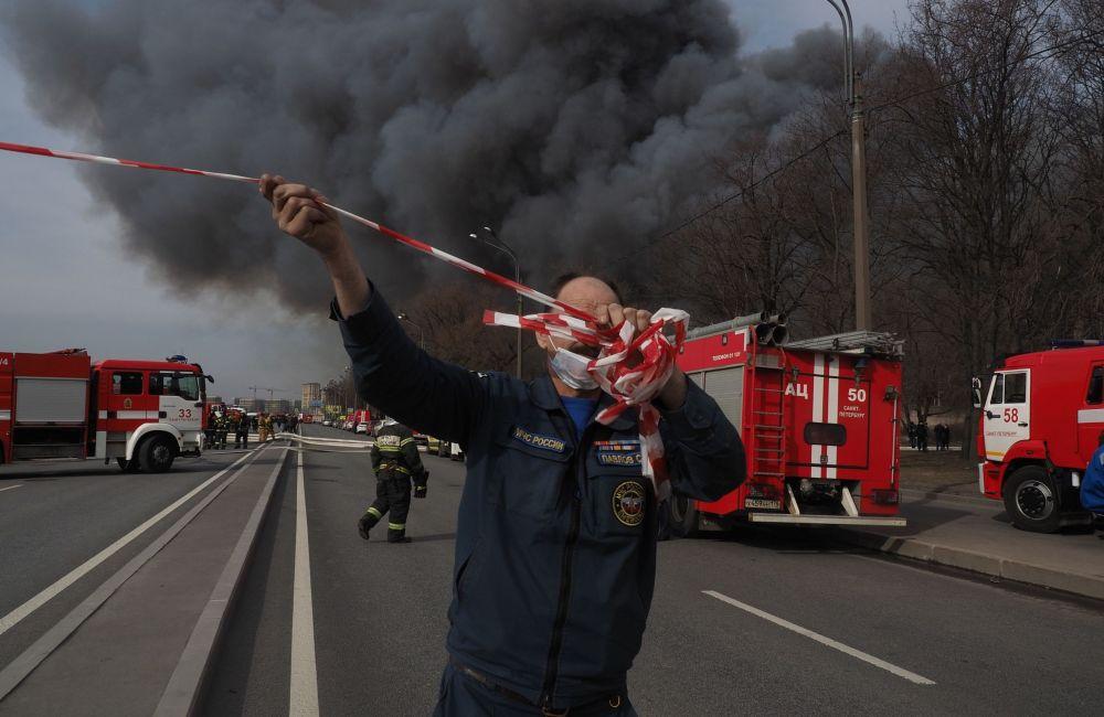 Масштабный пожар на фабрике Невская мануфактура: фото, видео