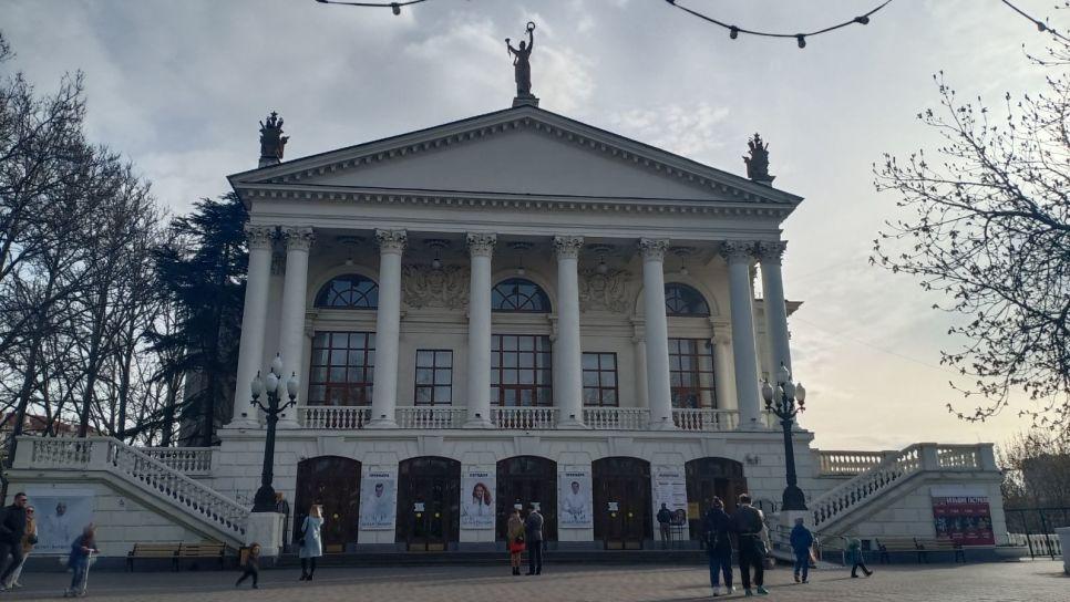 Белая гвардия в Севастополе: премьера, удивившая режиссера